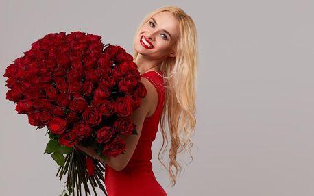 Až 101 ks červených růží s rozvozem po Praze