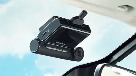 Full HD autokamera Pioneer: hlídá jízdu i parkování