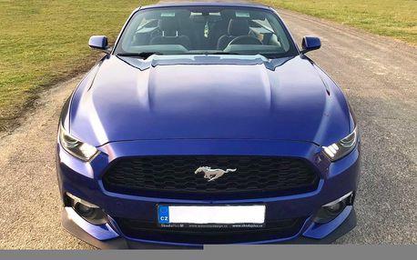 S větrem ve vlasech: půjčení Fordu Mustang Cabrio