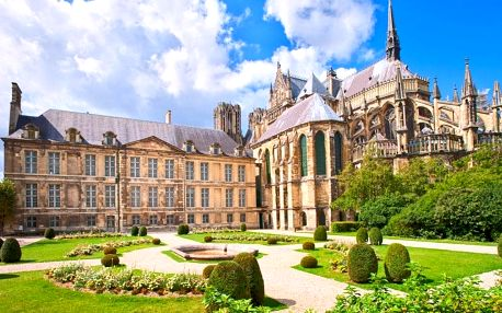 Paříž s návštěvou zámku Fontainebleau a zastávkou v Remeši