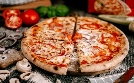 Tři americké pizzy s rozvozem či k vyzvednutí
