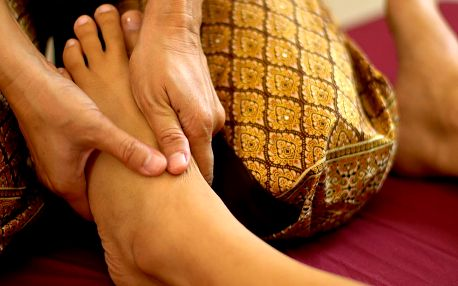 Thajská masáž nohou včetně uvolnění celého těla