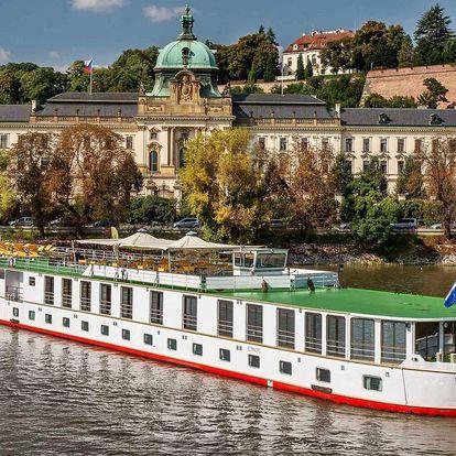 Pobyt na lodi na Vltavě s jídlem i plavbou