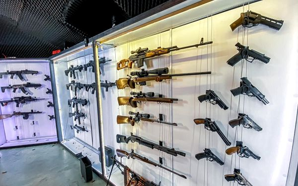 Agent: 10 zbraní a 63 nábojů5