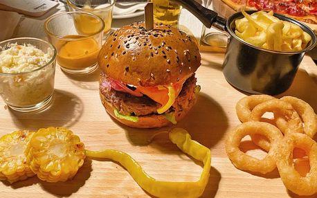 Nadupané burger menu s hranolky, kroužky a kukuřicí