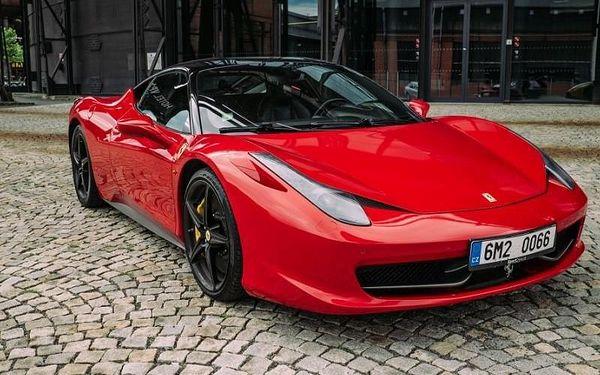 Jízda ve Ferrari 458 Italia na Moravě s 570 koňmi pod kapotou a maximálkou až 325 km/h