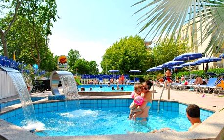 Itálie, Cattolica | Hotel Senior*** | Bohatá polopenze | Dítě do 7 let zdarma | Bazén