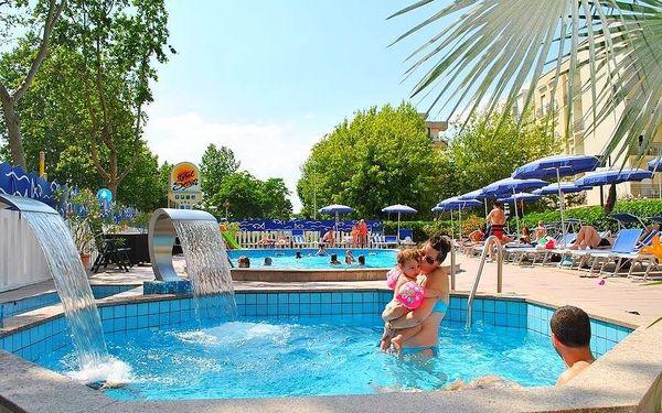 Itálie, Cattolica   Hotel Senior***   Bohatá polopenze   Dítě do 7 let zdarma   Bazén