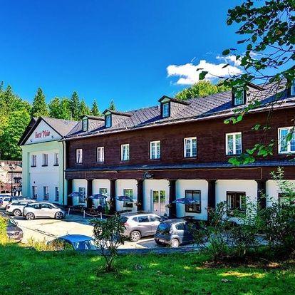 Lázeňská obec Karlova Studánka: Hotel Džbán
