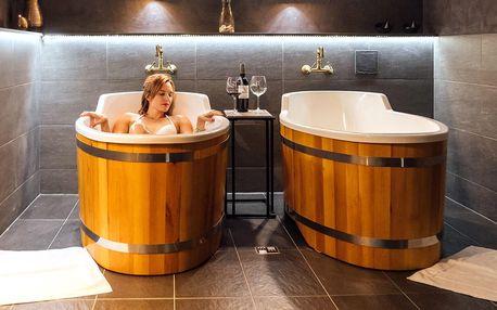 Privátní rašelinová koupel se saunou a vínem pro dva