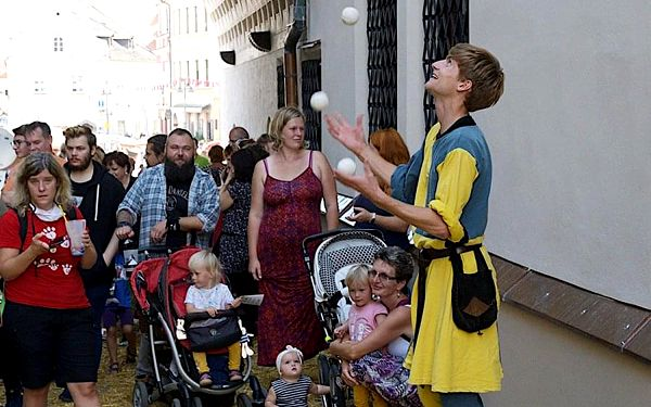 Žonglérská show | Praha (u vás doma) | Celoročně (So - Ne) více v poznámce. | 2 hodiny.2