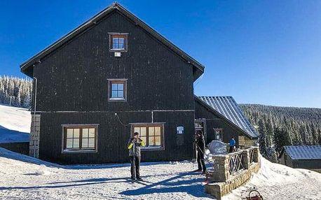 V srdci NP Krkonoše u ski areálů: Horská chata Malá Rennerovka s polopenzí a finskou saunou