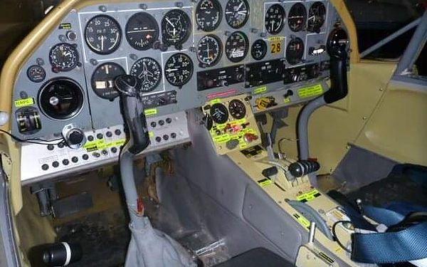 Akrobatický let s letadlem Bulldog   Roudnice nad Labem   Celoročně.   25 minut.4
