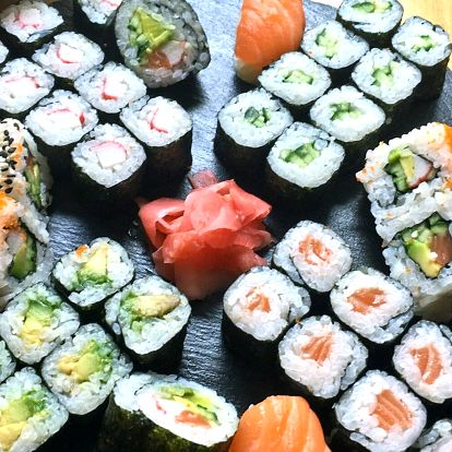 Sushi sety: 24 nebo 46 ks i salát z řas wakame
