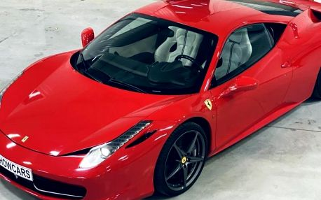 Jízda ve Ferrari 458 Italia v Čechách s 570 koňmi pod kapotou a maximálkou až 325 km/h