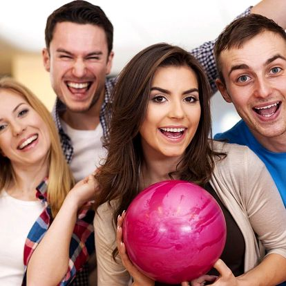 1 h bowlingu až pro 8 osob a 400 g žebírek k tomu