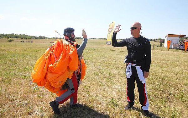 Základní parašutistický výcvik   Most - 3 seskoky   Duben až říjen.   Obvykle 3 dny (dle počasí).4