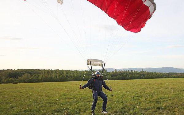 Základní parašutistický výcvik   Most - 3 seskoky   Duben až říjen.   Obvykle 3 dny (dle počasí).5