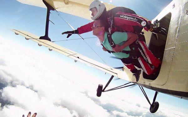 Mega adrenalin ze 6000 metrů