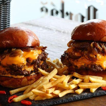 Burger s pořádnou porcí masa: 300 g hovězího