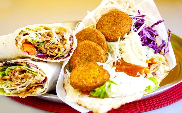 Kebab, twister nebo falafel a nápoj pro jednoho
