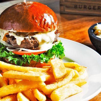 Burger, hranolky, coleslaw i lívance pro dva