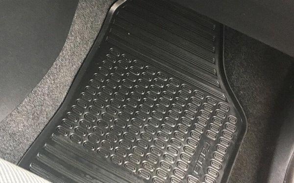 Čištění interiéru vozidla mokrou cestou3