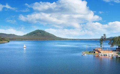 Jarní či letní dovolená na břehu Máchova jezera s polopenzí a bazénem