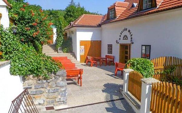 Brno: Pobyt v přírodě u Mariánského údolí v Penzionu Kadlcův mlýn s bohatou snídaní