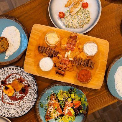 Řecké menu pro dva: souvlaki, karbanátky i kataifi