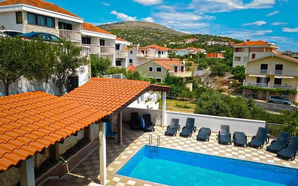 Chorvatsko, Seget Vranjica   Pension Villa Jelavić*** 100 m od pláže   Bazén   Polopenze
