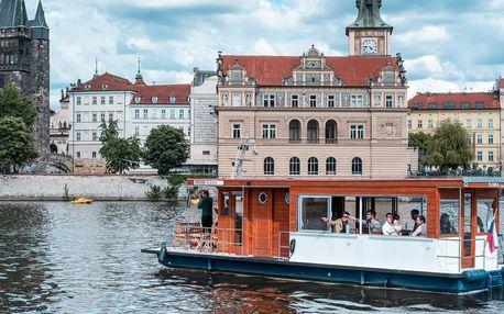 Plavba lodí po Vltavě pro dítě, dospělého i pár