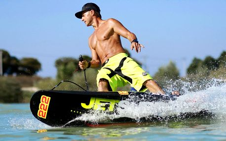 Rozjeďte to na motorovém surfu: 1 až 10 hodin jetsurfingu ve Valticích