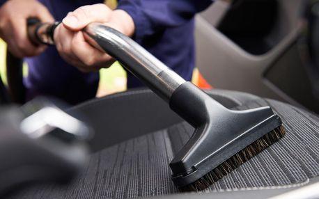 Kompletní a důkladné čištění interiéru auta