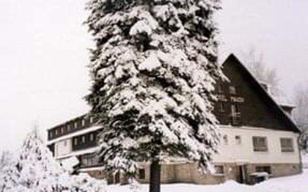 Silvestr na horách? Vydejte se na 3,4 a 5 nocí do hotelu Maxov v Jizerských horách a užijte si vstup do roku 2021.