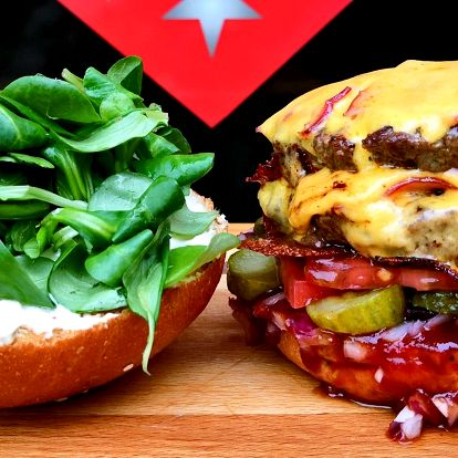 Dvojitý cheeseburger v domácí housce pro 1 i 2 os.