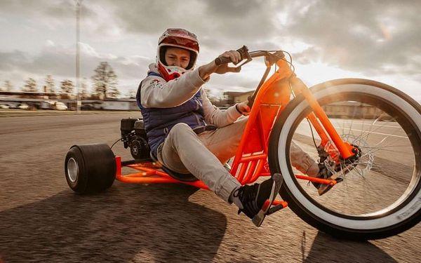 Drift na motorové tříkolce