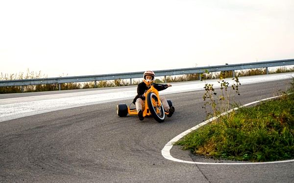 Drift na motorové tříkolce3