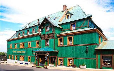 V srdci Krušných hor: Hotel Zelený Dům *** se zapůjčením trekových holí, vínem, odpolední kávou a polopenzí