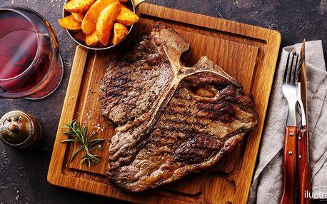 Vyzrálý hovězí steak s přílohou a omáčkou