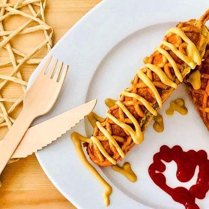 Corn dog: párek na špejli v kukuřičném těstíčku