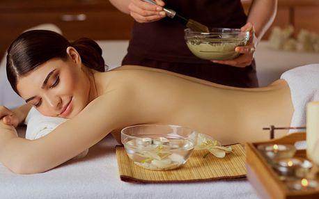 Hýčkající masáž včetně zábalu z bylinek