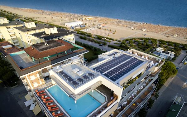 Itálie, Bibione | Hotel Ambassador**** | Dvě děti zdarma | Bazén, výřivka, wellness, plážový servis v ceně