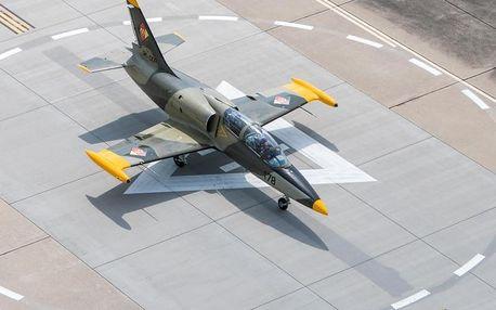 Let stíhačkou L-39 Albatros s rychlostí až 750 km/h