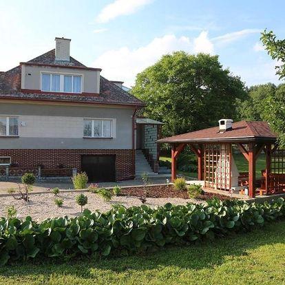 Královehradecký kraj: Cottage Near The Forest