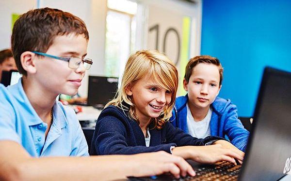 Staň se programátorem | Praha nebo z domova online | Kurzy začínají v únoru a v září. | 17 lekci po 90 minutách.4