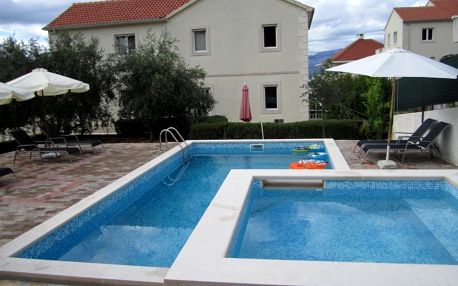 Chorvatsko, Brač: Apartments Nives
