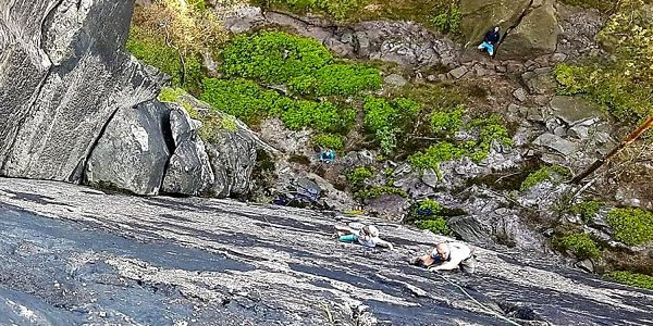 Individuální kurz lezení na pískovcové skále pro dva   Hrádek nad Nisou   Duben – říjen (dle počasí).   5 - 6 hodin.4