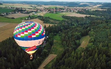 Kouzelný vyhlídkový let balónem při východu nebo západu slunce