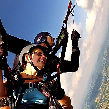 Akrobatický paraglidingový tandemový let